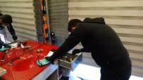 BONZAI - (Özel) İstanbul'da Dükkanında Basılan 'Torbacı Berbere' Adli Kontrol