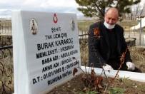 GÖZYAŞı - Şehit Oğlunun Mezarını Ziyaret Etmek İçin Her Gün 30 Kilometre Yol Gidiyor