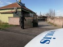 AKSARAY ÜNIVERSITESI - Üvey Kardeşlerini Bıçaklayan Genç Tutuklandı