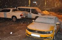 KAR YAĞıŞı - Yüksekova'da Nisan Ayında Lapa Lapa Kar Yağışı
