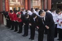 SAYGI DURUŞU - Çin'de Hayatını Kaybedenler İçin 3 Dakikalık Saygı Duruşu
