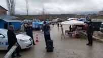 PAZARCI - Tufanbeyli'de Zabıta, Vatandaşları Dezenfektan İle Karşıladı