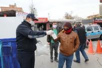PAZARCI - Akhisar Belediyesi Pazar Yerinde 5 Bin Maske Dağıttı