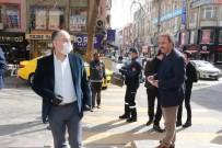 PAZAR ESNAFI - Belediye Başkanı Sokakta Tek Tek Maske Dağıttı