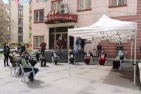 OTURMA EYLEMİ - HDP Önündeki Ailelerin Evlat Nöbeti 216'Ncı Gününde