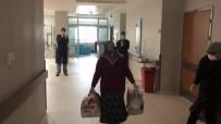 YAŞLI KADIN - Koronayı Yenen Yaşlı Kadın Sağlık Çalışanlarının Alkışlarıyla Uğurlandı