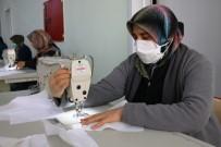 TECRIT - Akçakale'de Maskeler Halka Ücretsiz Dağıtılıyor