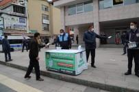 İÇME SUYU - Bingöl'de Sokağa Çıkan Vatandaşa Ücretsiz Maske Dağıtıldı