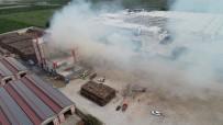 YANGINA MÜDAHALE - Fabrikadaki Yangın 5 Saat Sonra Kontrol Altına Alındı