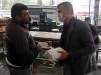PAZARCI ESNAFI - Muhtar 10 Bin Maske Dağıttı