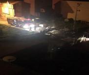 ŞİDDETLİ RÜZGAR - Şiddetli Fırtına Silivri'de Durak Ve Ağaçları Söktü