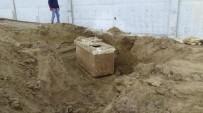 ARKEOLOJI - Silivri'de Boş Arazide Lahit Mezar Bulundu