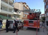 YANGINA MÜDAHALE - 2 Katlı Binada Çıkan Yangın Paniğe Neden Oldu
