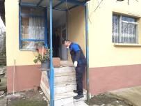 GEÇİM SIKINTISI - Altınova'da Yardım Kolileri Dağıtılıyor