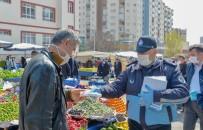 PAZARCI ESNAFI - Ankara Zabıtası Pazarcı Esnafına Maske Dağıtıyor