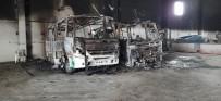 ŞEHİR İÇİ - Belediye Garajında Yangın Çıktı, 2 Minibüs Yandı