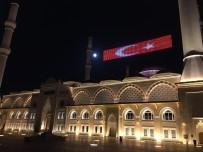 ÇAMLICA CAMİİ - Çamlıca Camii'nde 'Evde Kal Türkiyem' Mahyası