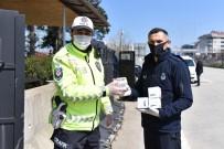 BERABERLIK - Görev Başındaki Polis, Jandarma Ve Sağlık Çalışanlarına Kandil Simidi İkram Edildi