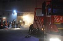 Mobilya Fabrikasında Çıkan Yangın Korkuttu