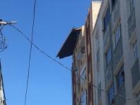 ŞİDDETLİ RÜZGAR - (Özel) Esenler'de Şiddetli Rüzgar Nedeniyle Binanın Çatısı Kaydı