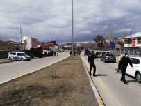 GÖLBAŞI - Salı Pazarında Silahlı Kavga Açıklaması 1 Yaralı