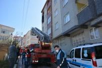 YANGINA MÜDAHALE - Türkeli'de Apartmanda Korkutan Yangın