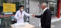 MEDIKAL - Vatandaşa 10 bin maske dağıttı