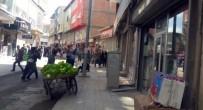 SEYYAR SATICILAR - Zabıta ve seyyar satıcılar birbirine girdi!
