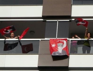 Tüm Türkiye saat 19.19'da balkonlardan İstiklal Marşı'nı seslendirecek