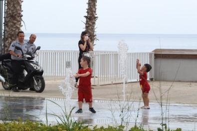 Çocuklar sahile akın etti!