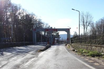Dereköy Sınır Kapısı Yolcu Geçine Açıldı