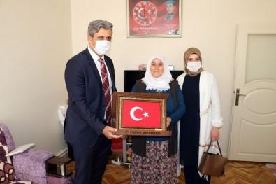 Yozgat'ta 2 Şehit Annesinden Milli Dayanışma Kampanyasına Destek
