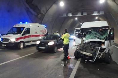 Akyazı Tünelinde Kaza Açıklaması 8 Yaralı