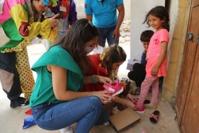 Eyyübiye'de 500 Yetime Elbise Ve Oyuncak Desteği