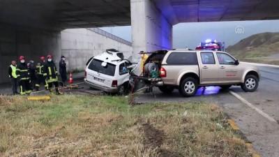 Kastamonu'da Otomobil Üst Geçidin Ayağına Çarptı Açıklaması 2 Ölü, 1 Yaralı