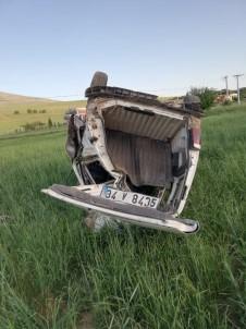 Kırşehir'de, Hafif Ticari Araç Şarampole Devrildi Açıklaması 5 Yaralı