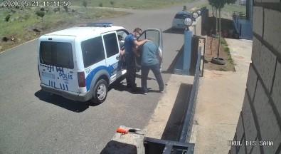 Polis İle Öğretmenin Maske Gerginliği Kamerada