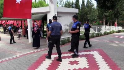 Adana Ve Osmaniye'de Bayram Arifesinde Şehitlikler Unutulmadı