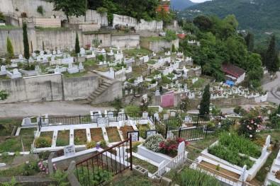 Bayram Öncesi Mezarlıklar Boş Kaldı