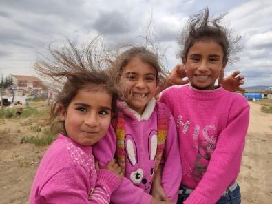 Çadır Çocuklarının Hüzünlü De Olsa Bayram Neşesi