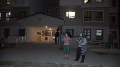 Komşuları İle Kavga Eden Kadın Öyle Bir Şey Yaptı Ki, Bina Sakinleri Soluğu Sokakta Aldı