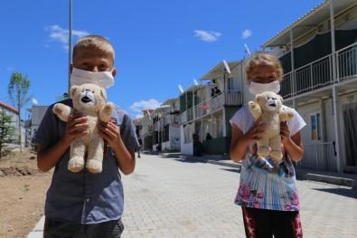 Konteyner Kentte Kalan Çocukların, Yüzü Hediye Oyuncaklarla Güldü