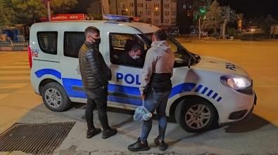 Kütahya'da Sokağa Çıkma Kısıtlamasını İhlal Eden 2 Kişiye Ceza Uygulandı