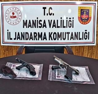 Manisa'da Otomobilden Ruhsatsız Silah Çıktı