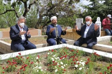 Melikgazi'nin 40 Mezarlığında Dua Edildi