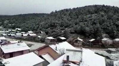 Sivas'ta Eğriçimen Yaylası Mayıs Ayında Yağan Karla Beyaza Büründü