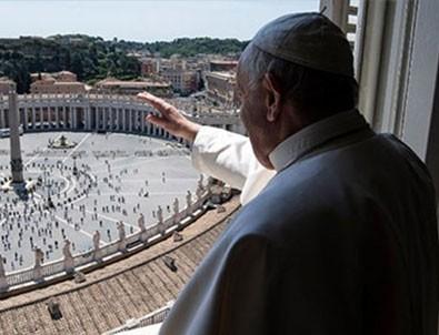 Papa'dan üç ay sonra bir ilk
