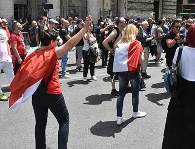 İtalya'da 'turuncu yelekliler' hükümeti protesto etti