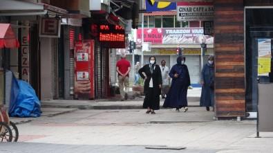65 Yaş Üstü Vatandaşlar Sokağa Çıkma İznini Kullandı