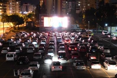 Antalya'da Arabada Sinema Keyfi Başladı